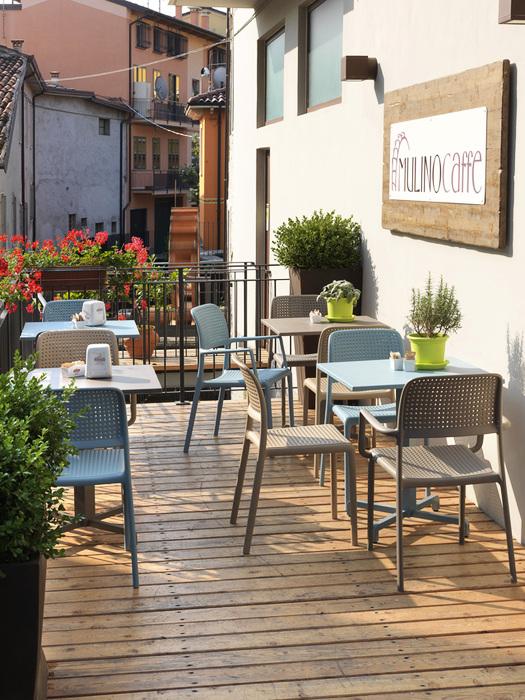 Sedie e tavoli da pub usati design casa creativa e for Sedie da bar ikea