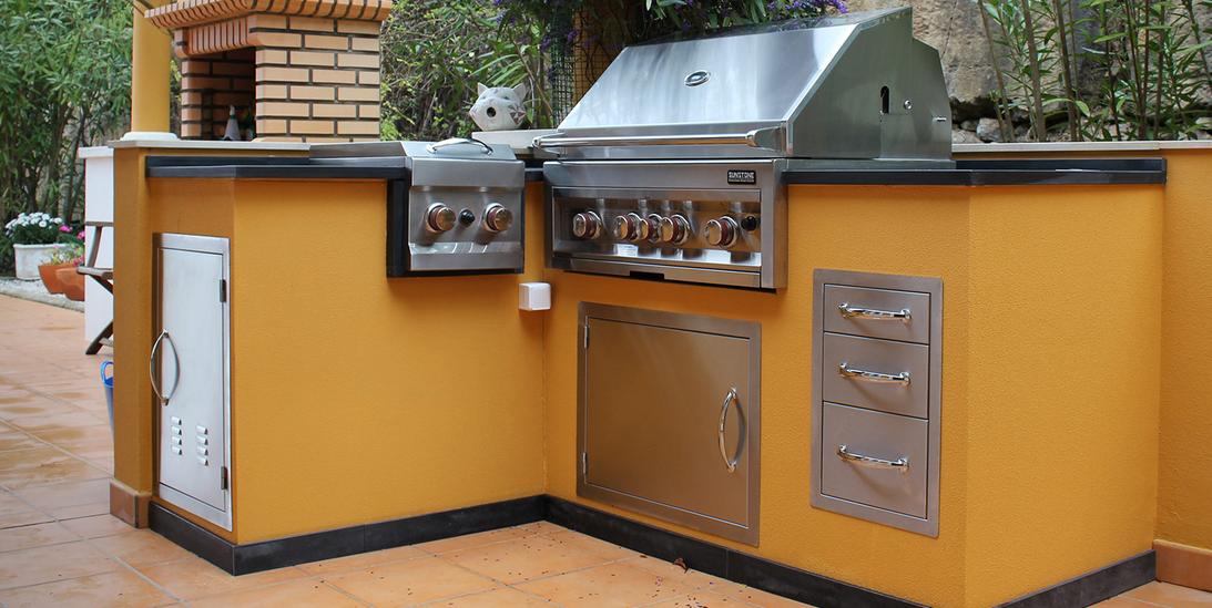 Cucina barbecue su misura in muratura per esterni